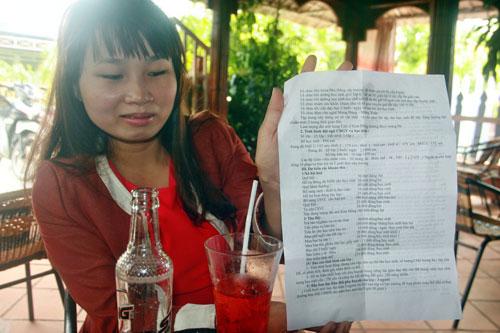 Bảng kê chi chít các khoản nộp đầu năm học mới vào Trường Tiểu học Kim Đồng (huyện Thăng Bình, tỉnh Quảng Nam) Ảnh: TRẦN THƯỜNG