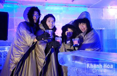 Uống rượu trong bar lạnh dưới -10oC.