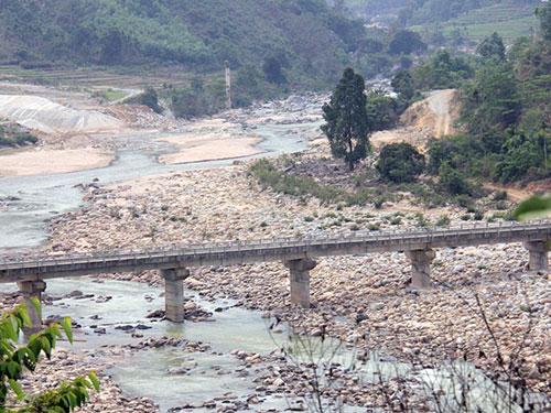 Một đoạn sông Trà Khúc đã bị khô cạn