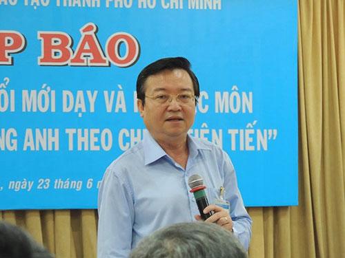 Ông Lê Hồng Sơn, Giám đốc Sở GD-ĐT TP HCM, trả lời tại cuộc họp báo ngày 23-6 Ảnh: ĐẶNG TRINH