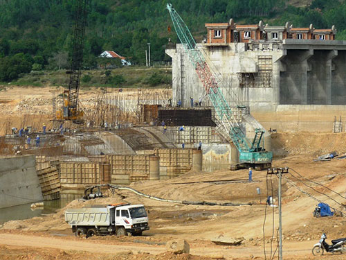 Công trường đập dâng Văn Phong