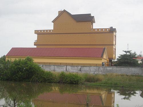 """Một """"lâu đài"""" tiền tỉ ở thị trấn Gành Hào, huyện Đông Hải, tỉnh Bạc Liêu được xây để nuôi chim yến"""