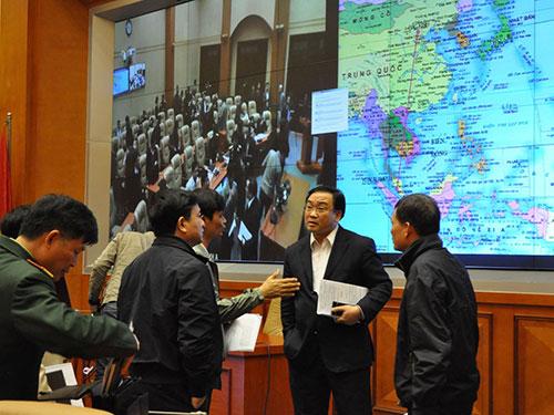 Phó Thủ tướng Hoàng Trung Hải tại cuộc họp bàn kế hoạch và phương án tìm kiếm máy bay của Malaysia đang bị mất tíchẢnh: VĂN DUẨN