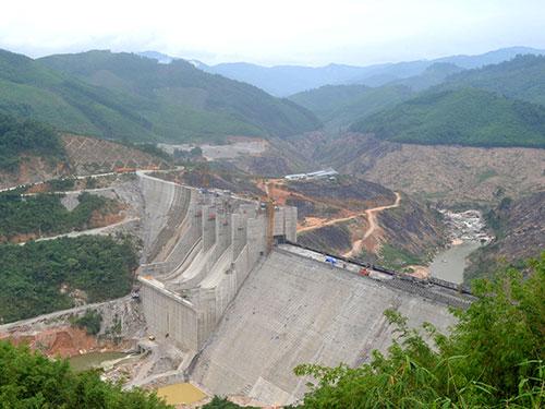 Lòng hồ tiếp giáp vị trí thân đập thủy điện Đắkdrinh thuộc huyện Sơn Tây, tỉnh Quảng Ngãi