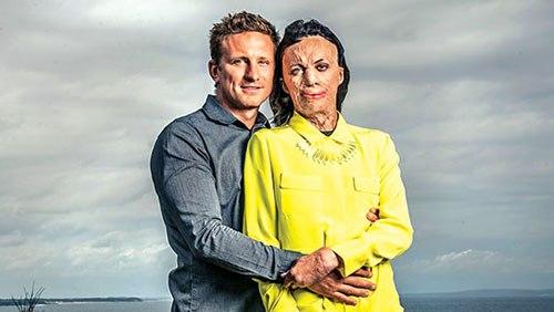 Turia tự tin xuất hiện với khuôn mặt dị thường bên cạnh Michael điển trai