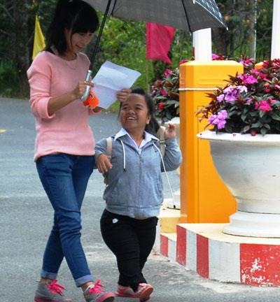 TS Trần Thị Hải vui vẻ sau môn thi toán sáng 4-7