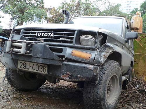 Chiếc ô tô gây tai nạn rồi bỏ chạy Ảnh: Nguyễn Quyết