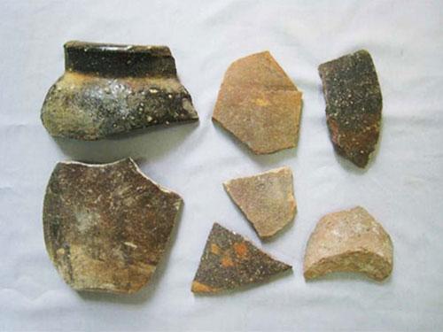 Hiện vật thu được tại đảo Trường Sa Lớn vào tháng 6-2014 (Ảnh do Viện Khảo cổ học cung cấp)