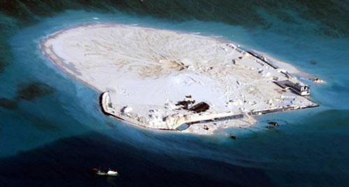 Bức ảnh đảo Gạc Ma bị Trung Quốc thay đổi hiện trạng (chụp ngày 28-2-2013) do Bộ Ngoại giao Philippines công bố ngày 14-5-2014 Ảnh: Reuters
