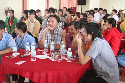 Người lao động có nhiều nụ cười sảng khoái trong ngày họp mặt tất niên