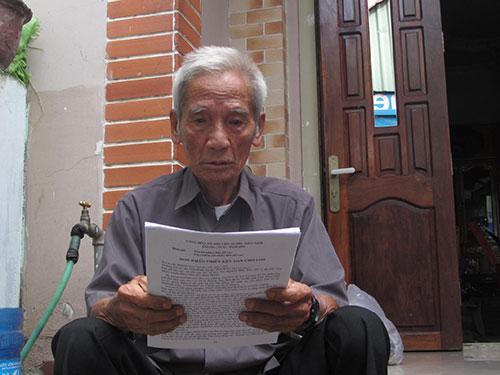 Ông Huỳnh Văn Truyện nay đã hơn 90 tuổi mà vẫn phải đi kêu oan cho con Ảnh: BẠCH LONG