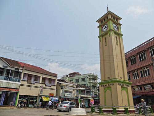 Tháp nghiêng Purcell Tower là biểu tượng của thị trấn này.