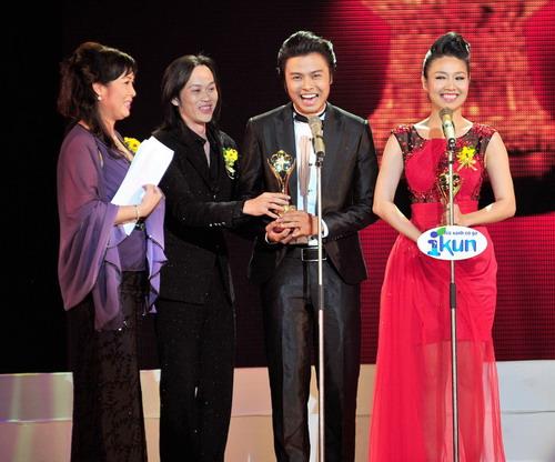 Võ Minh Lâm nhận giải Mai vàng năm 2010