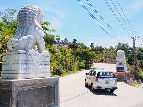 Cặp sư tử đá Trung Quốc ở cổng chùa Linh Ứng (TP Đà Nẵng)  Ảnh: BÍCH VÂN