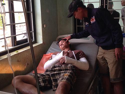 Anh Đinh Công Lợi đang được điều trị tại Bệnh viện Đa khoa tỉnh Đắk Nông