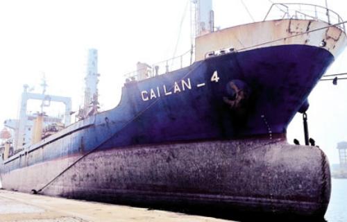 Tàu Cái Lân 4 vừa kết thúc hợp đồng với một đói tác nước ngoài. Ảnh: Vinashinlines