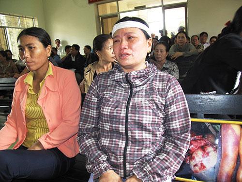 """Bà Ngô Thị Tuyết gào khóc: """"Đến bây giờ mà họ vẫn chưa chịu nhận tội"""""""