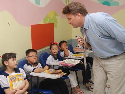Một lớp tiếng Anh tăng cường tại Trường Tiểu học Nguyễn Bỉnh Khiêm (quận 1, TP HCM) Ảnh: Tấn Thạnh