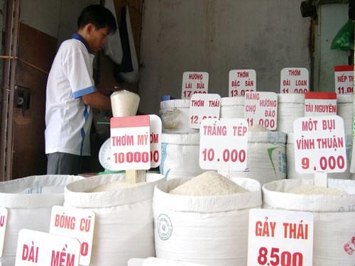 Người tiêu dùng nội địa đang dùng gạo có giá tương đương với giá gạo cao cấp xuất khẩuẢnh: NGỌC TRINH