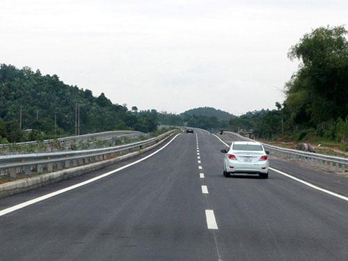 Đường cao tốc Nội Bài - Lào Cai vừa được đưa vào sử dụng