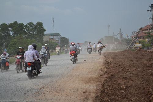 Không khí chứa nhiều khói bụi độc hại do phương tiện cơ giới phát thải, nhất là ở những đô thị lớn
