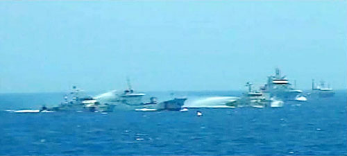 Trung Quốc đã sử dụng 3 tàu để bao vây tàu CSB 4032 của Cảnh sát biển Việt NamẢnh: CẢNH SÁT BIỂN VIỆT NAM