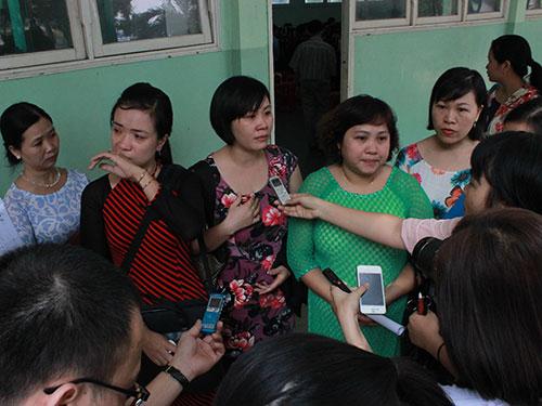 Nhiều giáo viên không cầm được nước mắt khi hay tin Phân hiệu THPT Lý Tự Trọng bị giải thể