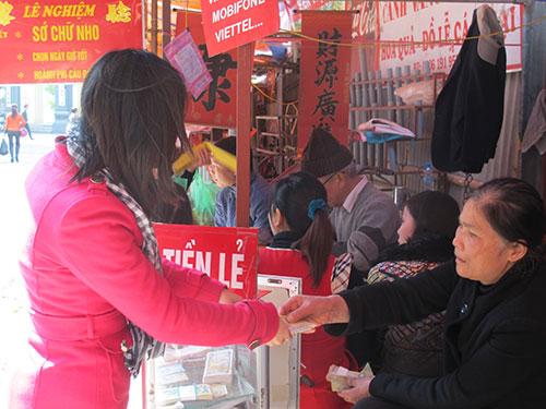 Chuyện đổi tiền lẻ diễn ra công khai ở Hà NộiẢnh: Văn Duẩn
