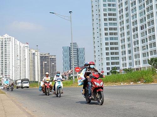 Hàng loạt dự án nhà ở tại huyện Nhà Bè, TP HCM được tung ra bán trong 1-2 năm nay Ảnh: TẤN THẠNH