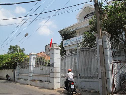Căn biệt thự ở đường Hồ Biểu Chánh, phường 12, quận Phú Nhuận, TP HCM của Nguyễn Đức Kiên (nguyên Phó Chủ tịch HĐQT Ngân hàng Á Châu) đã bị cơ quan điều tra kê biên Ảnh: PHẠM DŨNG