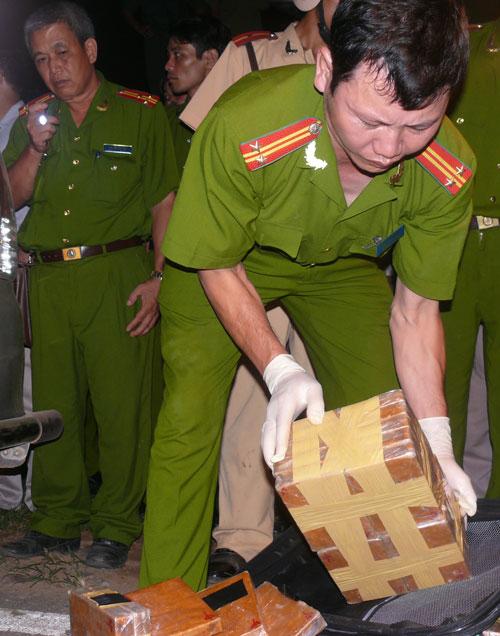 Công an Hòa Bình bắt giữ ma túy trên Quốc lộ 6. (Ảnh do cơ quan công an cung cấp)