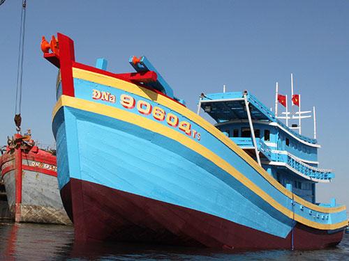 Ngư dân Đà Nẵng đóng mới tàu cá chuẩn bị ra khơi Ảnh: Bích Vân