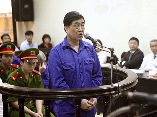 Bị cáo Trần Hải Sơn tại phiên tòa ngày 28-4 Ảnh: TTXVN