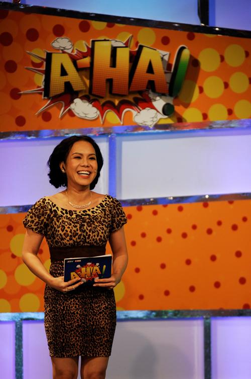 Việt Hương làm MC cho chương trình Aha