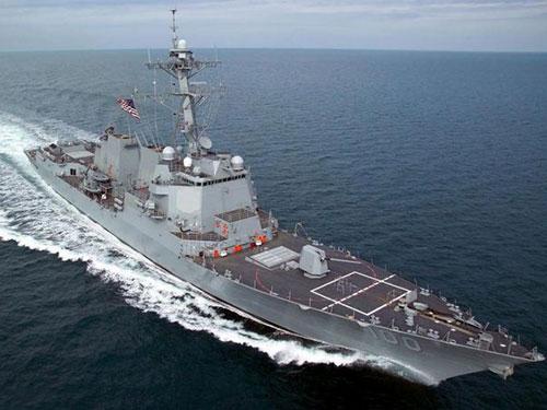 Tàu USS Kidd của Mỹ đang trên đường đến Ấn Độ Dương để tìm chiếc máy bay mất tích Ảnh: AP