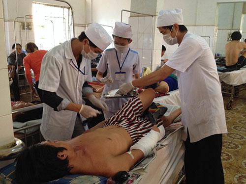 Anh Đặng Trường Nhựt đang điều trị tại Bệnh viện Đa khoa  tỉnh Đắk Lắk