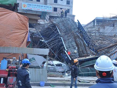 Hiện trường vụ sập giàn giáo công trình thi công đường sắt đô thị Cát Linh - Hà Đông ngày 28-12  Ảnh: Nguyễn Hưởng