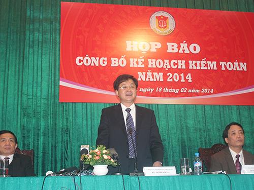Ông Lê Minh Khái (đứng) cho biết thời gian qua, Kiểm toán nhà nước đã chuyển 4 vụ việc có dấu hiệu hình sự sang Bộ Công an
