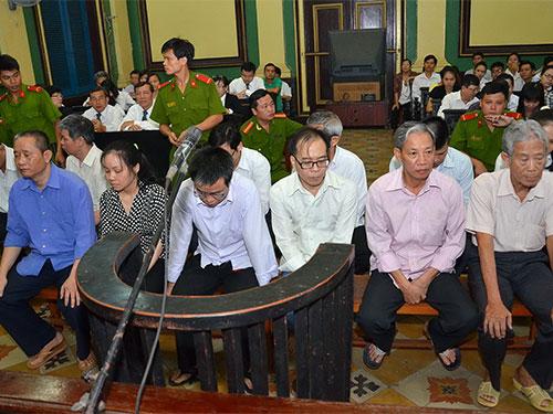 Các bị cáo tại phiên tòa Ảnh: Tấn Thạnh