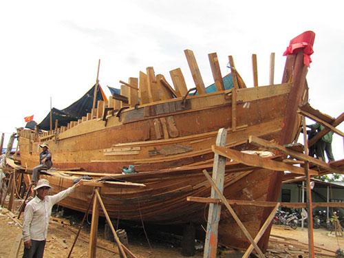 Tàu mới của ông Đồng Ân đang được khẩn trương hoàn thành để kịp ra khơi vào đầu tháng 7 tới