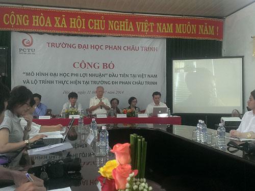 Nhà văn Nguyên Ngọc, Chủ tịch HĐQT Trường ĐH Phan Châu Trinh, phát biểu tại buổi họp báo