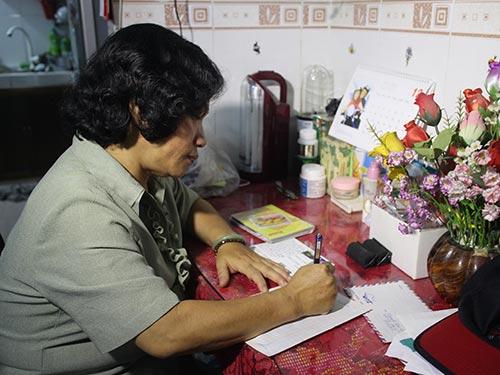 Chị Nguyễn Thị Tâm viết thư cho con trai đang du học ở nước ngoài