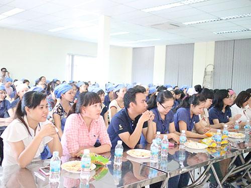 Công nhân Công ty Furusima (quận 1, TP HCM) nghe tuyên truyền pháp luật