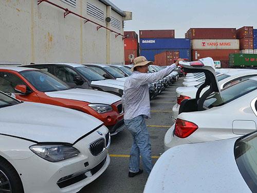 Ô tô nhập khẩu tại cảng VICT (quận 7, TP HCM) Ảnh: TẤN THẠNH