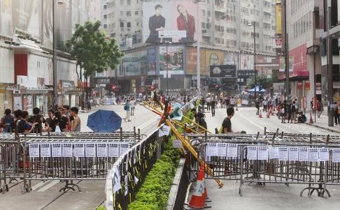Một con đường bị người biểu tình phong tỏa. Ảnh: SCMP