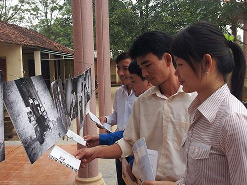Thanh niên xã Hà Bắc, huyện Hà Trung, tỉnh Thanh Hóa tìm hiểu thông tin về xuất khẩu lao động