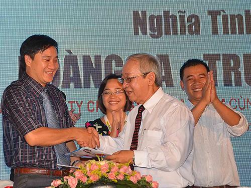Đại diện Báo Người Lao Động và Công ty Sao Nam tại lễ ký kết Ảnh: TẤN THẠNH