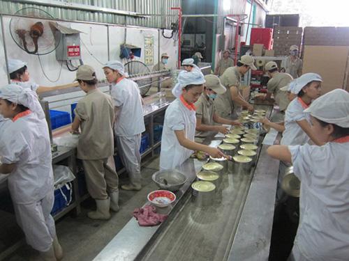 Công nhân Công ty TNHH Everwin Việt Nam (100% vốn Đài Loan; KCN Bình Chiểu, quận Thủ Đức, TP HCM) trở lại làm việc sau những xáo trộn Ảnh: AN KHÁNH