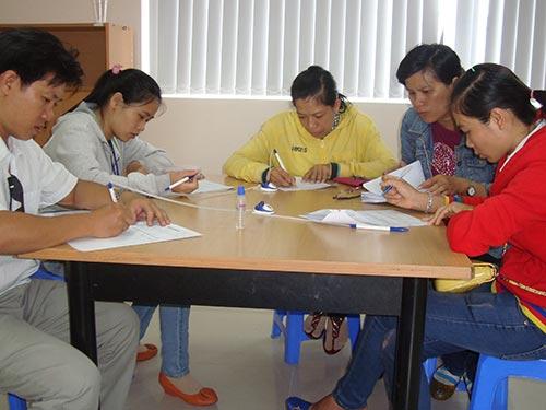 Nhiều lao động trẻ  hy vọng tìm được việc làm phù hợp tại Phòng Dịch vụ Việc làm Báo Người Lao Động Ảnh: MAI CHI