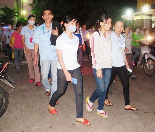 Công nhân tan ca tại KCX Linh Trung 1, TP HCM